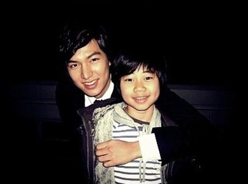 Em trai Geum Jan Di ngày nào giờ đã trưởng thành thế này đây - Ảnh 1