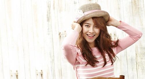 Song Ji Hyo khoe nhan sắc quyến rũ, tiết lộ khó khăn nghề diễn - Ảnh 1