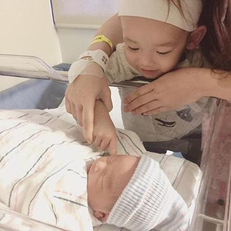 Nhiều nhóc tỳ nhà sao Việt chào đời đầu năm 2017 - Ảnh 2