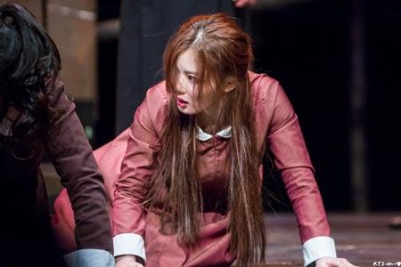 """Kim Yoo Jung xinh đẹp """"nghẹt thở"""" khi diễn kịch ở trường - Ảnh 6"""
