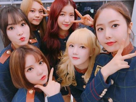 """Đâu chỉ nam idol, những cô nàng này cũng vô cùng ngầu với """"tóc dấu phẩy"""" - Ảnh 4"""