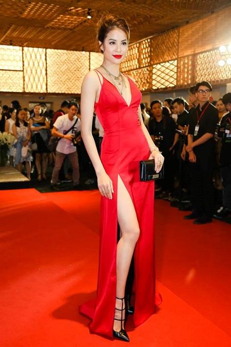 Phạm Hương, Hà Hồ nổi bật trên thảm đỏ tuần lễ thời trang - Ảnh 3