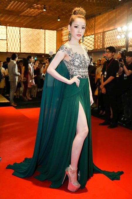 Phạm Hương, Hà Hồ nổi bật trên thảm đỏ tuần lễ thời trang - Ảnh 4
