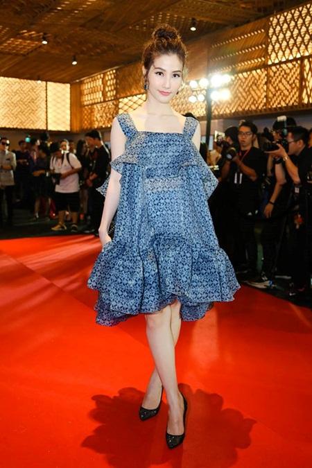 Phạm Hương, Hà Hồ nổi bật trên thảm đỏ tuần lễ thời trang - Ảnh 7
