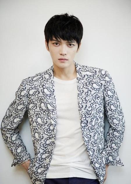 8 idol Kpop với nhan sắc thay đổi bất ngờ chỉ vì để tóc mái - Ảnh 12