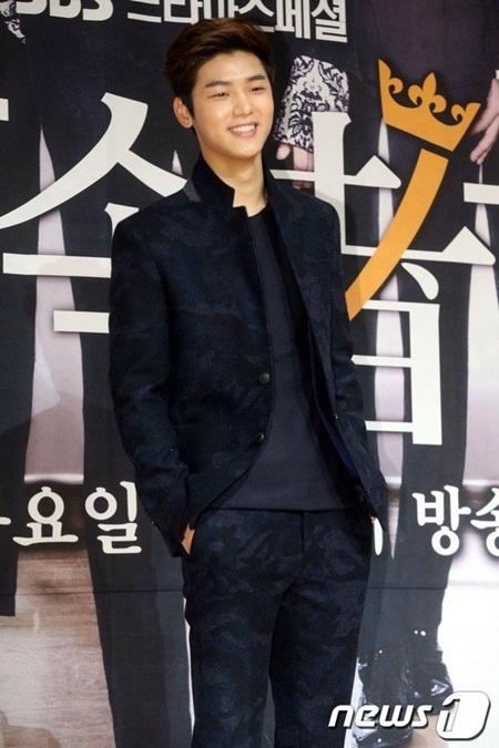 8 idol Kpop với nhan sắc thay đổi bất ngờ chỉ vì để tóc mái - Ảnh 15