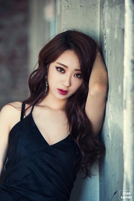 8 idol Kpop với nhan sắc thay đổi bất ngờ chỉ vì để tóc mái - Ảnh 1