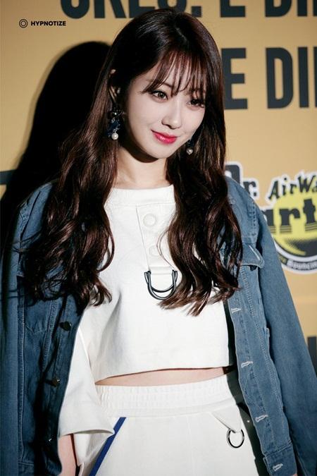 8 idol Kpop với nhan sắc thay đổi bất ngờ chỉ vì để tóc mái - Ảnh 2