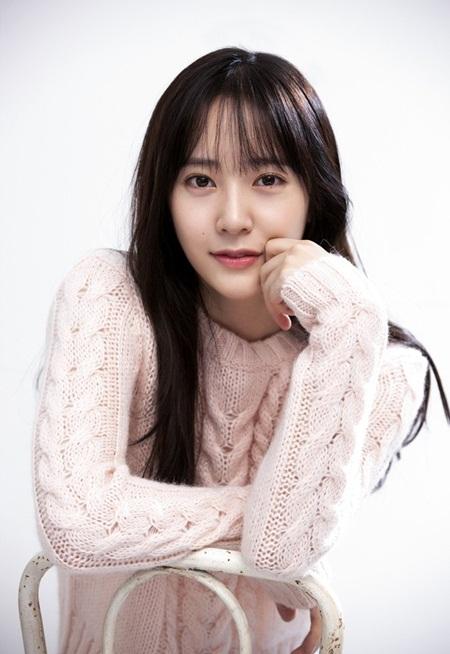8 idol Kpop với nhan sắc thay đổi bất ngờ chỉ vì để tóc mái - Ảnh 6