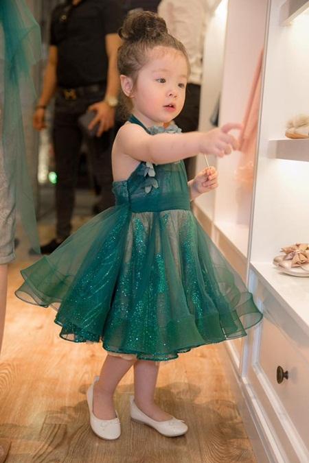 Con gái Elly Trần xinh như thiên thần khi diện đầm công chúa - Ảnh 2