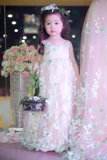 Con gái Elly Trần xinh như thiên thần khi diện đầm công chúa - Ảnh 3