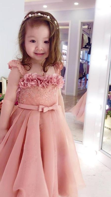 Con gái Elly Trần xinh như thiên thần khi diện đầm công chúa - Ảnh 8