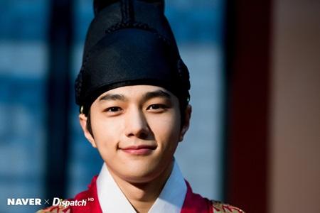 Những thần tượng Kpop diễn xuất tài năng không kém diễn viên thứ thiệt - Ảnh 4