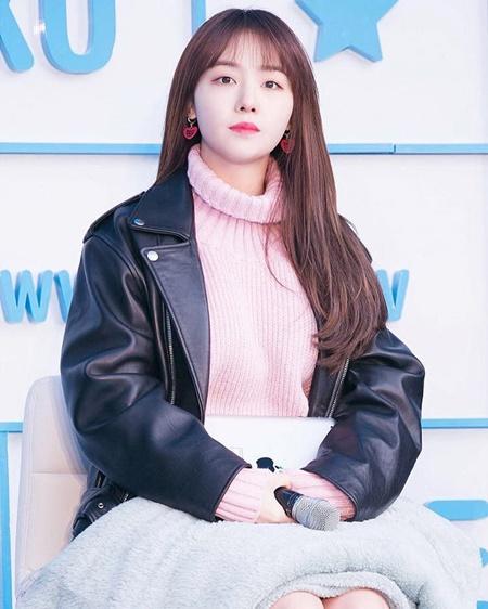 """Những idol Kpop chỉ muốn """"làm tổ"""" ở nhà mỗi khi không có lịch trình - Ảnh 7"""