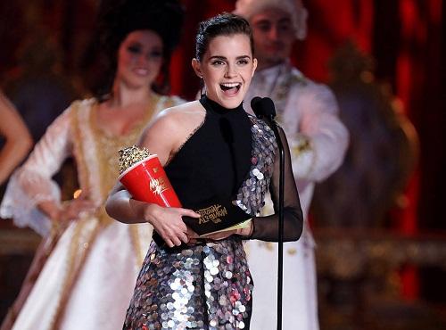 Emma Watson nhận giải thưởng phi giới tính đầu tiên tại MTV Movie & TV Awards 2017 - Ảnh 1