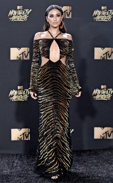 Cara Delevingne tự tin với đầu trọc, Emma Watson tỏa sáng trên thảm đỏ MTV Movie & TV Awards 2017 - Ảnh 10