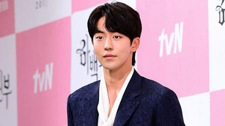 """""""Thủy thần"""" Nam Joo Hyuk nói gì khi bị so sánh với """"Yêu tinh"""" Gong Yoo? - Ảnh 1"""