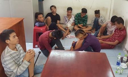 Bắt gọn băng cướp tuổi teen chuyên dùng dao, kiếm gây án ở Sài Gòn - Ảnh 1