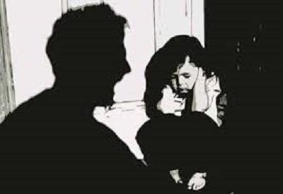 """Bắt gã hàng xóm giở trò đồi bại với bé gái sau khi xem phim """"đen"""" - Ảnh 1"""