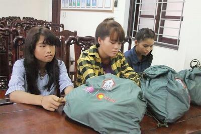 """Truy tìm người phụ nữ dụ dỗ 3 cô gái ra Hà Nội làm """"cave"""" lương 30 triệu đồng/tháng - Ảnh 1"""