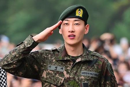 Eunhyuk (Super Junior) bật khóc khi xuất ngũ, Ji Chang Wook xác nhận ngày đi lính - Ảnh 1