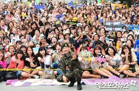 Eunhyuk (Super Junior) bật khóc khi xuất ngũ, Ji Chang Wook xác nhận ngày đi lính - Ảnh 2
