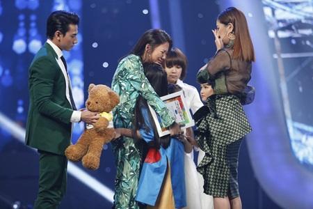 Vietnam Idol Kids 2017: Giám khảo bật khóc vì thí sinh nhí bất ngờ bị loại - Ảnh 3