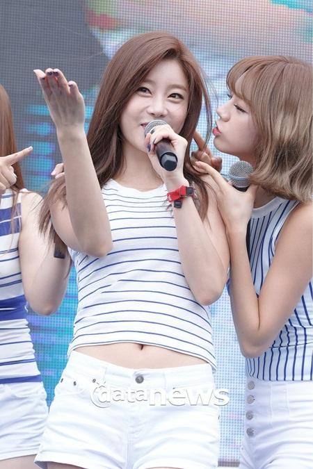 """15 idol """"đóng vai phụ huynh"""" trong các nhóm nhạc Kpop - Ảnh 10"""