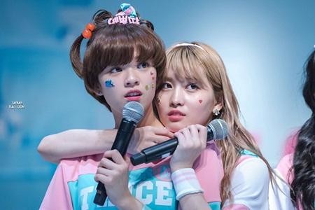 """15 idol """"đóng vai phụ huynh"""" trong các nhóm nhạc Kpop - Ảnh 13"""