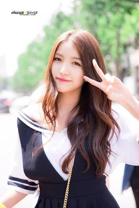 """15 idol """"đóng vai phụ huynh"""" trong các nhóm nhạc Kpop - Ảnh 15"""