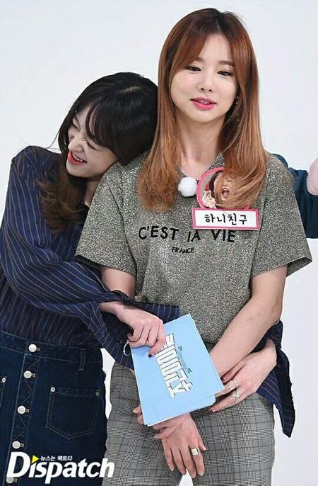 """15 idol """"đóng vai phụ huynh"""" trong các nhóm nhạc Kpop - Ảnh 3"""