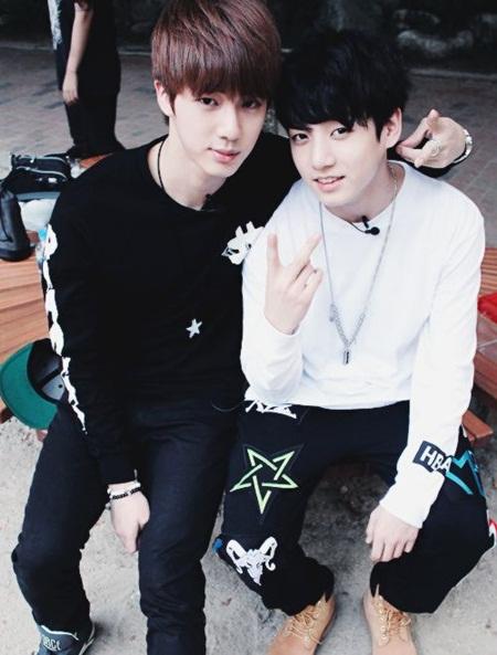 """15 idol """"đóng vai phụ huynh"""" trong các nhóm nhạc Kpop - Ảnh 6"""