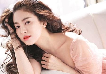 """Song Hye Kyo: Người đẹp quốc dân và """"trái ngọt"""" Hậu duệ Mặt Trời - Ảnh 1"""