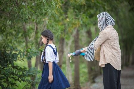 Xuân Lan lần đầu viết kịch bản cho MV về mẹ gây xúc động - Ảnh 2