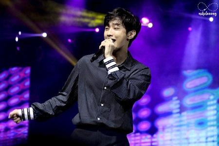 7 idol Kpop tiếp bước G-Dragon trở thành những nhà sản xuất đại tài - Ảnh 6