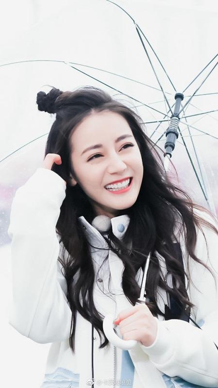 """Địch Lệ Nhiệt Ba: """"Hoa tuyết Tân Cương"""" xinh đẹp đầy triển vọng của màn ảnh Hoa ngữ - Ảnh 2"""