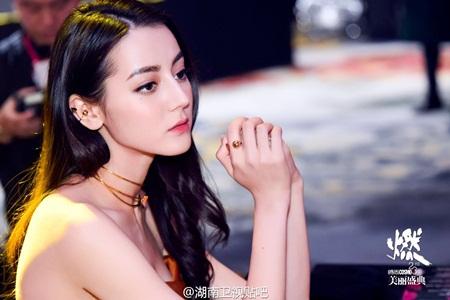 """Địch Lệ Nhiệt Ba: """"Hoa tuyết Tân Cương"""" xinh đẹp đầy triển vọng của màn ảnh Hoa ngữ - Ảnh 10"""