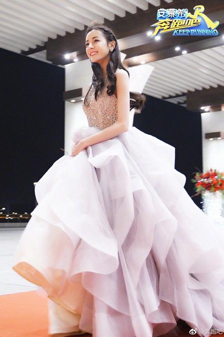 """Địch Lệ Nhiệt Ba: """"Hoa tuyết Tân Cương"""" xinh đẹp đầy triển vọng của màn ảnh Hoa ngữ - Ảnh 18"""