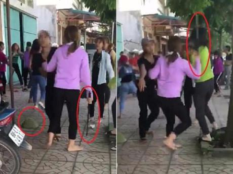 Truy tìm nhóm thiếu nữ dùng gậy sắt hỗn chiến trước cổng trường - Ảnh 1