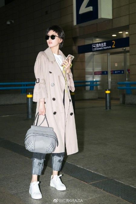 Lưu Thi Thi tóc ngắn lạ lẫm, được Ngô Kỳ Long hộ tống đi dự Milan Fashion Week - Ảnh 6