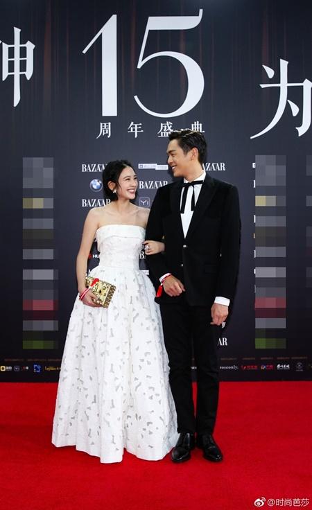 Các cặp đôi đình đám showbiz Hoa ngữ thi nhau tình tứ trên thảm đỏ - Ảnh 4