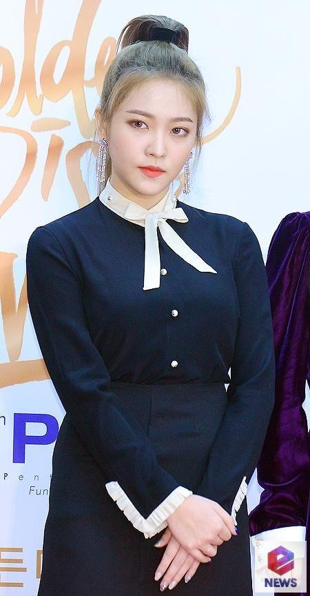 """Thảm đỏ """"Grammy xứ Hàn"""" ngày thứ nhất: Red Velvet đẹp tựa nữ thần! - Ảnh 8"""