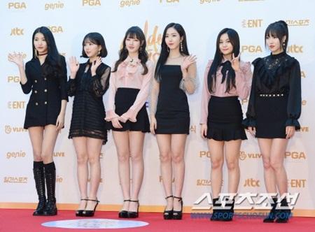 """Thảm đỏ """"Grammy xứ Hàn"""" ngày thứ nhất: Red Velvet đẹp tựa nữ thần! - Ảnh 14"""