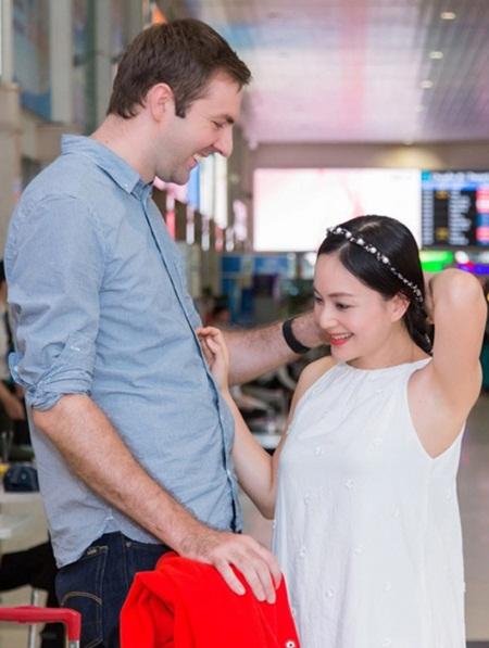 """Diễn viên Lan Phương đã đính hôn với bạn trai ngoại quốc chiều cao """"khủng"""" - Ảnh 1"""