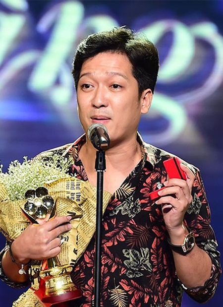 Trường Giang cầu hôn Nhã Phương tại giải Mai Vàng: Đạo diễn bức xúc chỉ trích - Ảnh 2