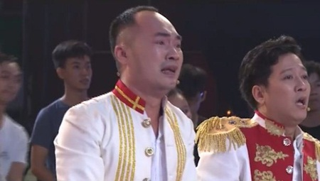 Clip: Trường Giang, Tiến Luật bật khóc vì chiến thắng của U23 Việt Nam - Ảnh 2