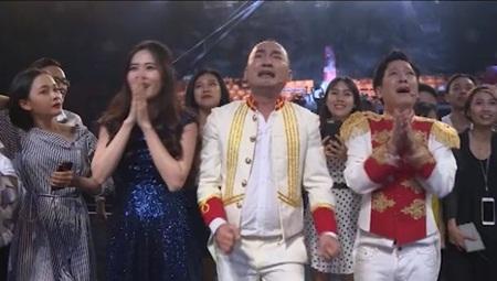 Clip: Trường Giang, Tiến Luật bật khóc vì chiến thắng của U23 Việt Nam - Ảnh 1