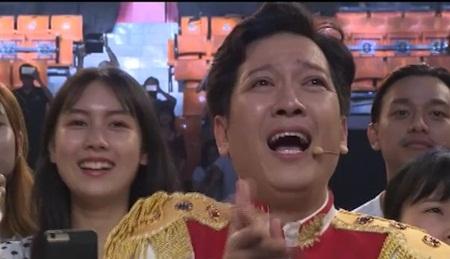 Clip: Trường Giang, Tiến Luật bật khóc vì chiến thắng của U23 Việt Nam - Ảnh 3