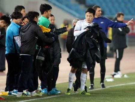 Clip: Hành động ý nghĩa của Xuân Trường trong loạt sút luân lưu với U23 Qatar - Ảnh 1