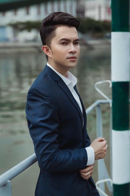 """Nam Cường: """"Tôi may mắn khi ít bị 'gọi hồn' vào danh sách không chuẩn men của showbiz Việt"""" - Ảnh 1"""